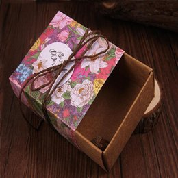 Wholesale Wedding Food Boxes - 4 Color Kraft Paper Wedding Box Retro Hand-painted Rose Candy Box Carton Packaging Candy Box Rope+ Card 10*13.7*4CM