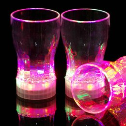 Bicchieri d'acqua lampeggianti online-All'ingrosso-Colorful lampeggiante Coppa LED Light up Night Club Party Bar Bere bevande Whisky Beer Glasses Tazza Acqua Reagire [1 pezzi]