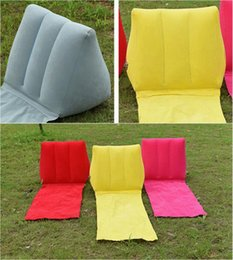 aufblasbare strandkissen Rabatt Aufblasbare Garten Rasenauflage PVC Beflockung Aufblasbare Dreieck Kissen Kissen Pads Outdoor Wiese Strandmatte 5 Farben YW136