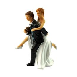 Canada Topper de gâteau de mariage avec les mariés Couple Figurine Football Love Gâteau Décoration pour la fête d'anniversaire de mariage Offre