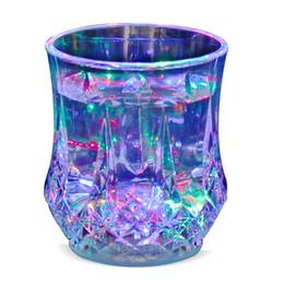 nueva lente LED taza tazas de café taza gaiwan Glass Bar Party copas de vino luz LED inducción de agua acrílica Copa de piña desde fabricantes