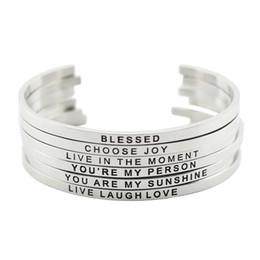 Новое поступление! Нержавеющая сталь 316L выгравированы позитивные вдохновляющие цитаты манжеты браслет браслет для женщин, мужчин cheap quote bracelets от Поставщики купить браслеты