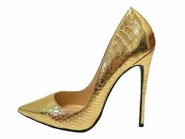 Sapatos de estilete de pele de cobra on-line-Atacado Moda 2017 moda Europa cor misturada Snakeskin boca Rasa senhoras de salto alto bombas de banquete apontou toe mulher único sapatos ir