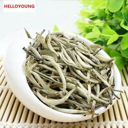 Bolos de chá verde on-line-Preferências 100g Yunnan agulha de prata Branco Puer chá Bolo Raw Puer chá orgânico Pu'er Natural mais velho Árvore Verde Puer Tea Factory Vendas Diretas