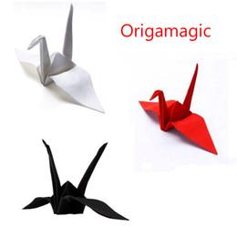 Оригамагия (Origami Magic) - бумажный журавль, фокусы, красный / белый / черный - крупным планом магический реквизит, улица, ментализм День святого Валентина от