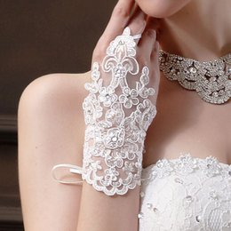 Wholesale Bridal Gloves For Lace - Lace Appliques Bridal Gloves White Color Gloves 2017 Fashion New Bridal Wedding Accessories For Free Shipping