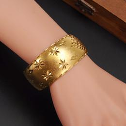2019 pulseiras de ouro dubai 29mm Largo Pulseiras para Mulheres 14 k Amarelo Sólido Gold Filled Dubai Jóias Estrela Bangle Pulseiras Abertas Nupcial Presente / Mom Presente desconto pulseiras de ouro dubai
