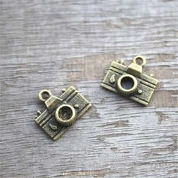 Wholesale Camera Beads - 20pcs--Camera Charms, Antique bronze Tone Camera Shape Pendant Beads 14X13mm