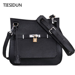 Wholesale Orange Class - 2017 high-end quality of the new leather buckle platinum package big fashion first-class cowhide shoulder Messenger bag