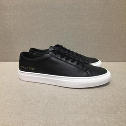 Wholesale italy brand leather shoes - Fashion wild Italy brand Common Projects Black white low top Shoes For Men Women Calfskin Leather Casual Shoes flats Chaussure Femme Homme