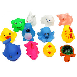 Brinquedos de banho divertidos on-line-12 pçs / lote PVC brinquedos do banho Do Bebê Crianças na água Espremida espirrando brinquedo BB voz bebê Brinquedos divertidos XT