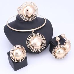 2019 boucles d'oreilles en or africaines Ensembles de bijoux de mariée de mariage pour les femmes Collier Bracelet Boucles d'oreilles Bagues Plaqué Or Dubaï Africain Perles Déclaration Accessoires boucles d'oreilles en or africaines pas cher