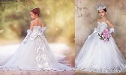 Wholesale Strapless Kids Wedding Dresses - New Arrival! Strapless Sweetheart 2017 Lace Crystal Big Bow Rhinestone Flower Gril Dresses Elegent Vintage Beautiful Kids Gowns