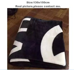Wholesale Ponchos Shawls - Popular Brand black throw flannel fleece blanket 130x150cm with luxury brand logo shawl nap travel blankets couverture polaire manta
