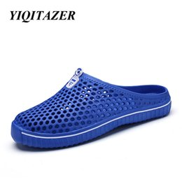 Wholesale Mens Beach Shoes White - 2017 Casual Shoes Men Valentine Lovers Summer Cool Beach Water Shoes Slipon Mens Slippers