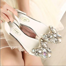 Wholesale Transparent Pointed Heeled Shoes Women - Spring 2016 new fashion rhinestone bow pointed flat shoes Women shoes transparent diamond Women flats  705201