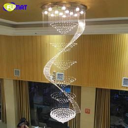 2019 longo pingente de cristal lustre Lustre moderno LED K9 Lâmpadas De Cristal Lustre Longo Lustre Lustres De Cristal Kronleuchter Espiral Escada Lustre longo pingente de cristal lustre barato