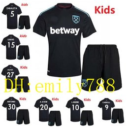 Wholesale Boys Names Top - Top quality NEW West Ham Unite kids Soccer Jerseys 2017 2018 Customzie Name Number Maillot de foot Home away White football shirts shorts