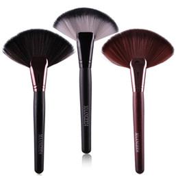 Wholesale Big Make Up Brushes - Wholesale-MAANGE Professional 1pc Soft Makeup Large Fan Brush Blush Powder Foundation Make Up Tool Big Fan Cosmetics Brushes Freeshipping