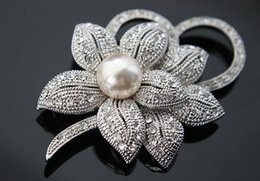 Wholesale Wild Flowers - Selling brand quality corsage fashion ladies pearl new flowers Austrian diamond brooch clothing scarf buckle temperament wild