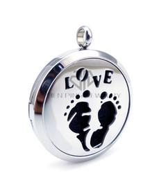 Catena come regalo Baby footprint and Love (30mm) Collana di oli essenziali collana in acciaio inox diffusore di profumo medaglione collana medaglione da regali di impronta del bambino fornitori