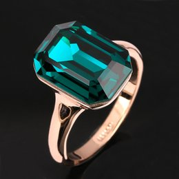 Wholesale Rose Girl New - New Imitation Emerald Rings Wholesale 18K Rose Gold Plated Fashion Brand Big Green Gemstone Crystal Party Jewelry For Women Girls DFR276