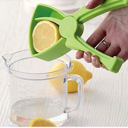 Wholesale Good Cleaning Supplies - Good quality fruit juice maker Lemon Orange Manual Juicer Lazy Kitchen Supplies Easy Cleaning plastic tool useful