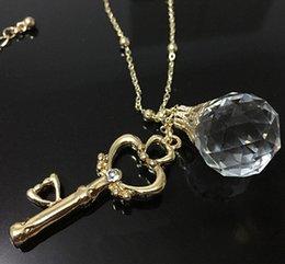 Deutschland Original Sailor Moon Halskette Kristallkugel Schlüssel Anhänger Goldkette Halskette Schmuck Cosplay Zubehör Abbildung Geburtstagsgeschenk Versorgung