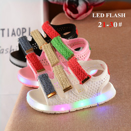Wholesale Kids Sandals For Girls - Hot sale 2018 summer kids beach sandals shoes for girls boys led lights flash colorful striped rubber sole hook loop 3 colors