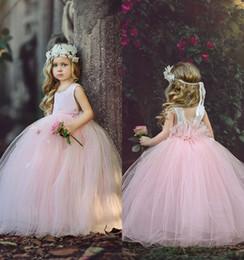Vestiti belli della ragazza di fiore di rosa del bambino per il collo  quadrato 2017 di nozze con i vestiti di sfera della principessa dei bambini  Usura del ... 6dd7d0d97a8