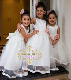 Wholesale Pretty Little Princess Dresses - Pretty Ivory Flower Girls' Dresses For Wedding Hand Made Flowers Jewel 2017 First Communion Kids Gowns Pearls Little Girl's Dress