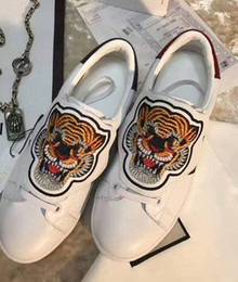 Wholesale Animal Picture Fabric - fashion men sneaker lace up solid white leather for men casuals flats heel spring and autumn animal picture shoes ankle closed toe lips