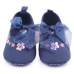 Wholesale Sweet Mary Janes - Wholesale- Sweet Newborn Baby Girl Princess Shoes Crib Babe Soft Bottom Footwear Mary Janes Flower Lace Bow Prewalker Shoes