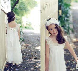 Wholesale Hunter Garden - 2017 New Vintage Lace Boho Flower Girls Dresses Floor Length A Line Cheap Ivory Flower Girls Gowns for Beach Garden Wedding