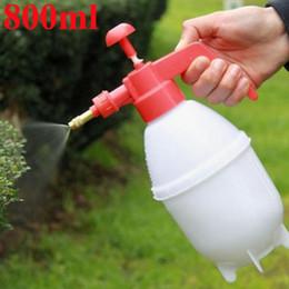 Lattine spray in plastica online-2017 Attrezzi da giardino 800ml annaffiatoio portatile pressione giardino impianto Spray bottiglia di plastica giardino irrigazione a spruzzo