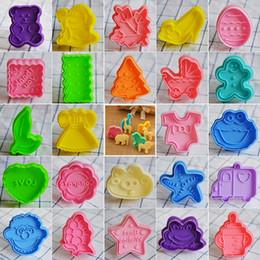karikatur-plätzchen-scherblock Rabatt 40 Arten 3D Kunststoff Ausstecher Cartoon Fondant Kuchen Sugarcraft Backformen Keks Ausstecher Form Kuchen Dekorieren Tools IC696