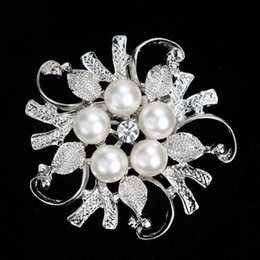Wholesale Gold Rhinestone Brooches - Crystal Pearl flower Brooches pins Silver Gold plated Corsage Women Men Wedding jewelry Bride Corsage Dress Suit jewelry gift 170283