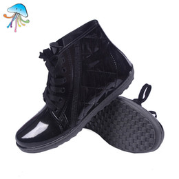 Wholesale Comfortable Boots For Men - Wholesale-2016 Men's Fashion Lace-Up Non Slip Wtaerproof Rainboots Flat Heel Comfortable and Soft Walking Water Shoes for Any Climate