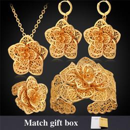 Conjuntos de joyería chapada en oro de las mujeres africanas online-Pulseras de puño de las mujeres 18K oro / platino plateado flores huecas pendientes anillos collares Vintage conjuntos de joyas africanas