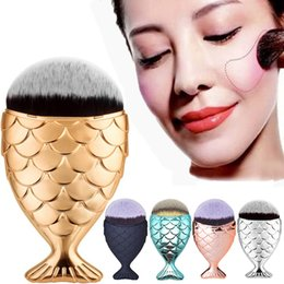 Wholesale Fish Powder - New Mermaid Makeup Brush Powder Contour Fish Scales Mermaidsalon Foundation Brush Gold Rose Gold Silver Blue Black 5 Colors Free Shipping