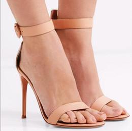 2019 zapatos de color desnudo de punta abierta 2017 verano caliente una correa abierta sandalias de las señoras de charol de piel de oveja sandalias de tacón alto banquete vestido de fiesta zapatos de color rojo nude zapatos de color desnudo de punta abierta baratos