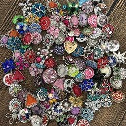 botones de estilo Rebajas Hot 50 unids / lote Mezcla de Alta calidad Muchos estilos 18mm Metal Snap Button Charm Rhinestone Styles Button rivca Snaps Joyería NOOSA botón 4647