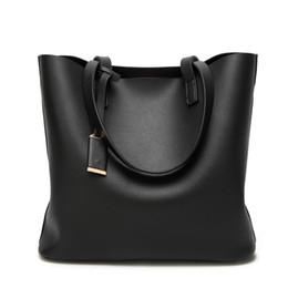 Diseñador grandes bolsos negro online-Bolsos de lujo Bolsos de las mujeres Diseñador de cuero de alta calidad Bolso de las mujeres Negro Grande Sólido Bolsos de hombro de las mujeres de gran capacidad Bolsa de asas