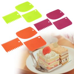 Wholesale Icing Smoother - Plastic Dough Icing Fondant Scraper Cake Decorating Baking Pastry Tools Smooth Jagged Edge Spatulas Cutters 3Pcs  set