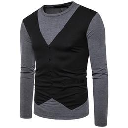 Nuevos éxitos online-El nuevo código europeo hueco hombres manga larga falso dos cuello redondo camiseta golpeó el color falso chaleco marca ropa venta