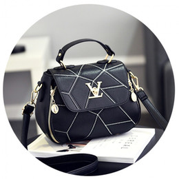 Wholesale Best Handbag Brands For Women - 2017 Fashion Woman Geometry Small V Style Saddle Luxury Handbags Crossbody For Women Famous Brands Messenger Bags With The Best Design