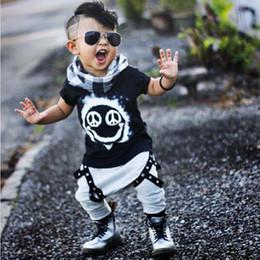 Прохладный ремни мальчиков онлайн-INS мода мальчики костюмы мода мультфильм детская одежда наборы для крутых детей мальчик в западном стиле футболка + автомобильные пояса брюки 2 шт. Летняя одежда в розницу