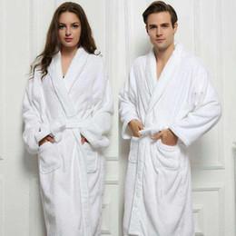 2019 robes de bain blanches En gros-2017 Long Unisexe D'hiver Chaud Peignoir Femmes Et Hommes Blanc Robe En Coton Twist Serviette Peignoir Robe De Bain Peignoir robes de bain blanches pas cher