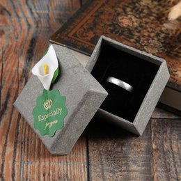 Wholesale Gray Kraft Paper - 100pcs 5.5x5.5x3.5cm Small Square Party Wedding Favors Retro Gray Kraft Paper Square Box With Flower for Earring Ring Display