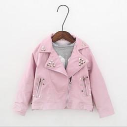 заклепки для девочек Скидка Девушки кожаная куртка мода дети кожезаменитель куртка девушки пальто повернуть вниз заклепки девушки мотоцикл куртка 2-7T